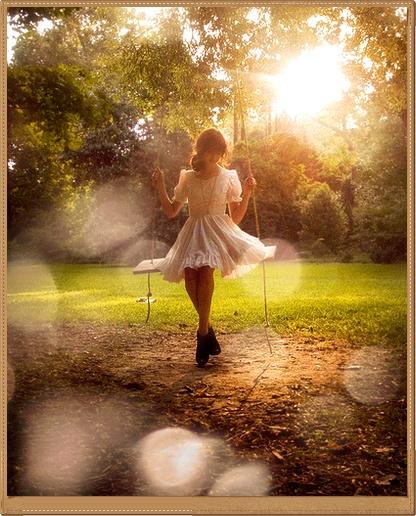 Фото девушек на качелях на аву в