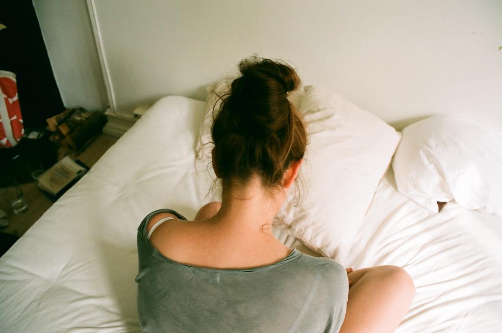 Девушки с короткими волосами спиной фото на аву