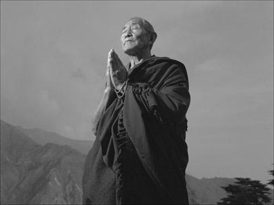 """Здесь они стреляли в Его Святейшество """".  Тибетский"""