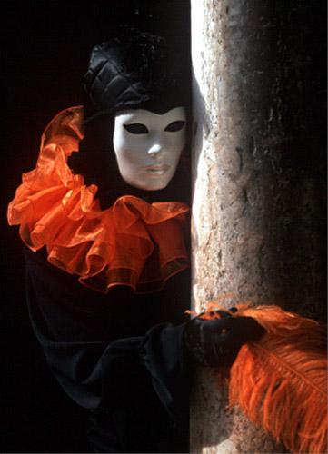 Ма́ска(личина) - кусок материала или часть экипировки, носимой на лице.