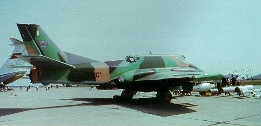 Сохранены особенности компоновки самолета Ил-40: экипаж, состоящий из 2-х человек, топливные баки и два двигателя...