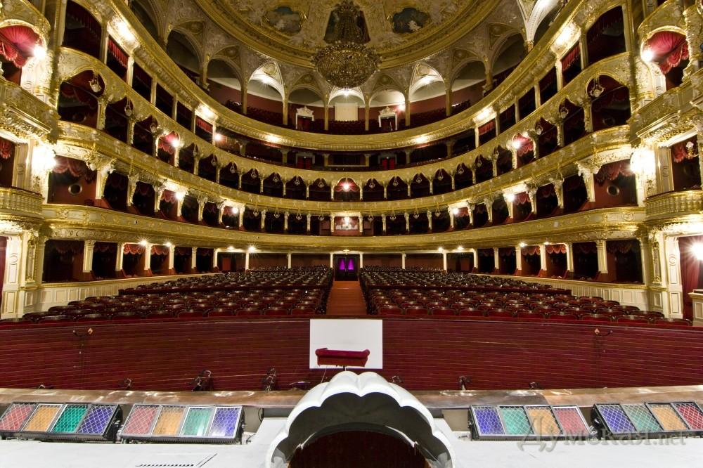 Одесский национальный академический театр Оперы и балета по праву считается истинной жемчужиной и сокровищем нашего...