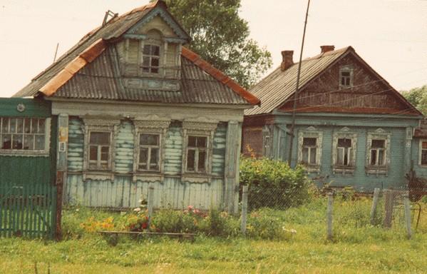 Эти домики на три окна в деревне что