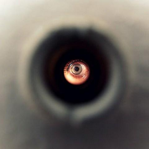 Фото как будто смотришь в глазок