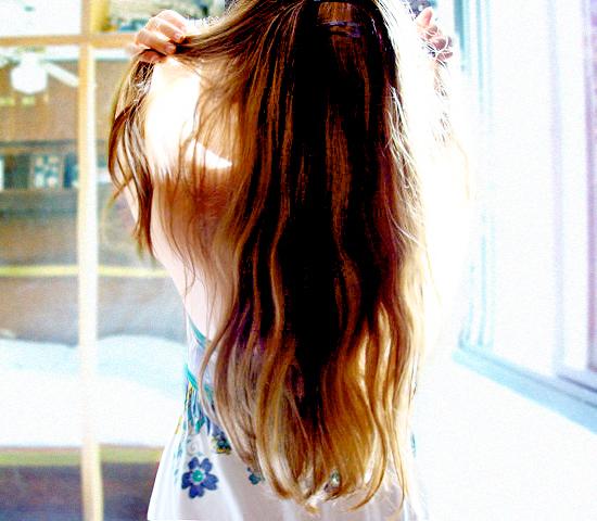 Шатенка фото со спины