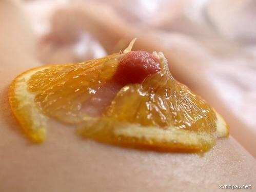 эротические фото с фруктами
