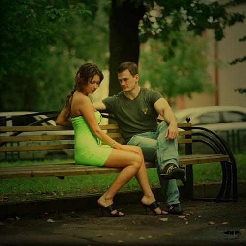 На скамейке парень с девушкой картинки