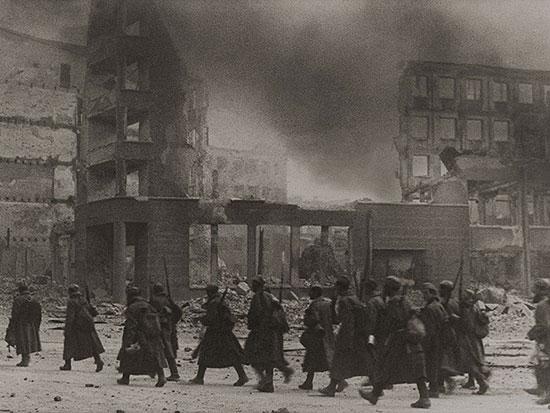 """Название  """"Великая Отечественная война """" стало использоваться в СССР после радиообращения Термин  """"Отечественная война """"..."""