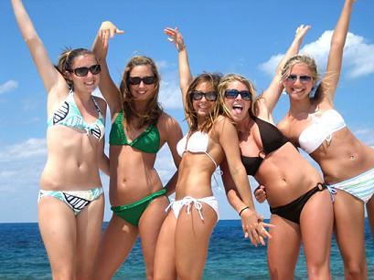 частное фото с пляжа женщин