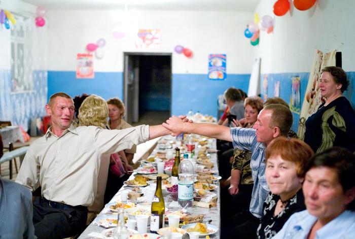 знакомство гостей на свадьбе шуточное за столом