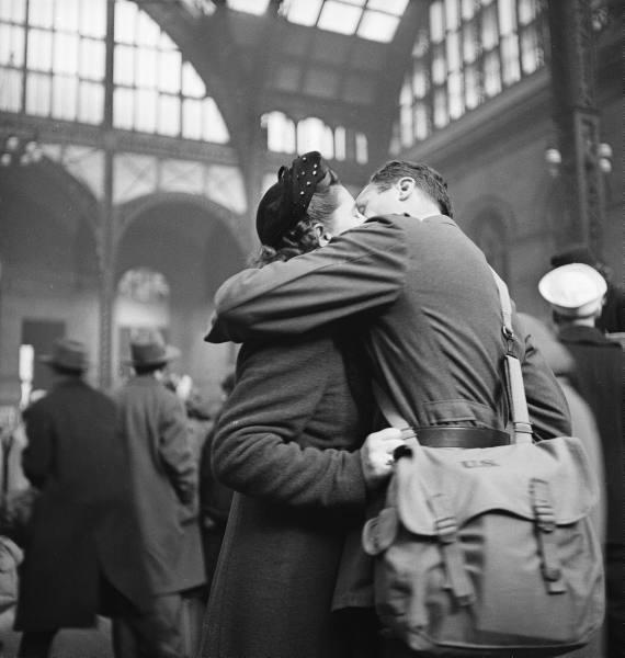 горек любви поцелуй....