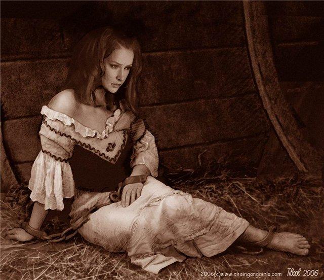 фото женщины в цепях и кандалах - 8