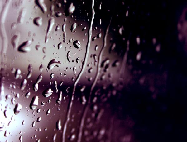 По окну картинки дождь