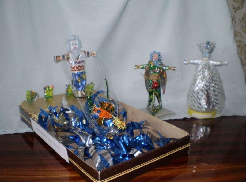 Сказочные герои из конфетных фантиков.
