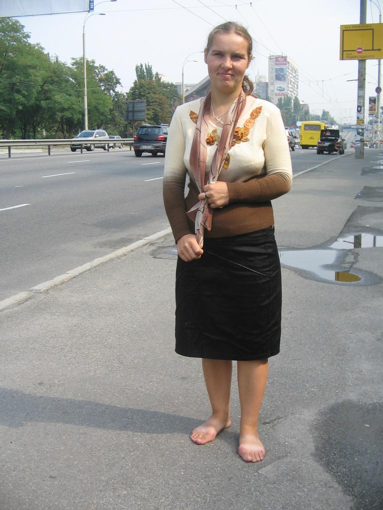 Бутусов Девушка По Городу Шагает Босиком