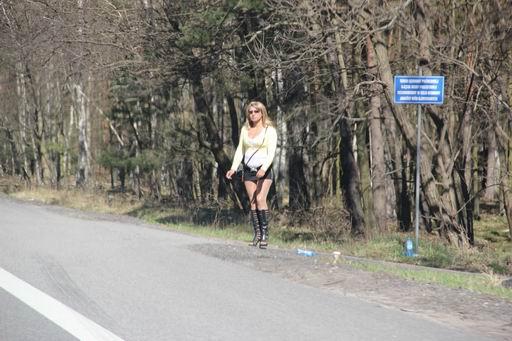 проститутки на дорогах херсона второй свободной рукой