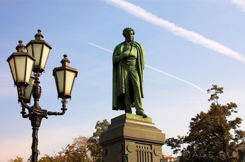 Памятник пушкину на арбате