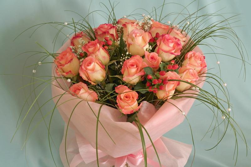 Как красиво сделать букет из роз красивые