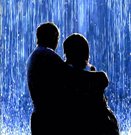 Шел сильный дождь