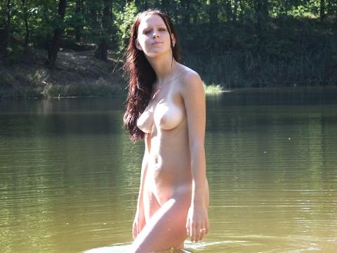 голые на речке частные фото