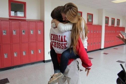 Как сделать чтобы он захотел меня обнять