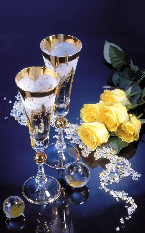 Открытка бокал и цветы