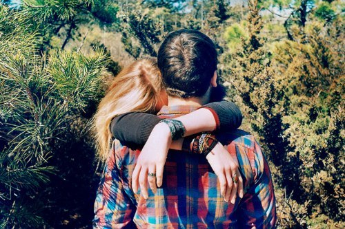 фото красивых влюбленных пар целующихся со спины где девушка блондинка