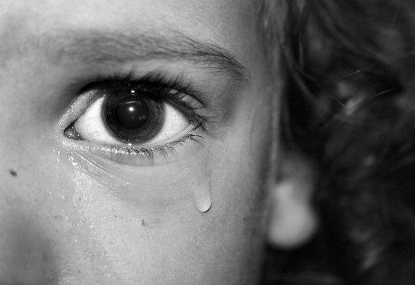 Трое взрослых жителей Алтайского края осуждены за бесчеловечное изнасилование совсем юной девочки