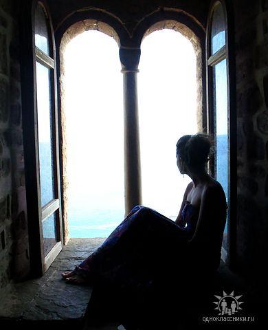 Картинки девушки у окна