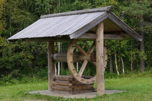 Затем нужно определиться по санитарному состоянию колодца.  Колодец не должен находится ближе 25 метров от.