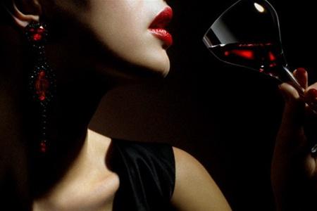 вино и девушка стих