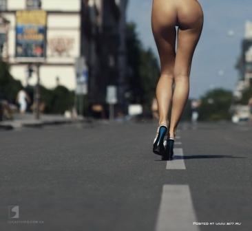 девушка в трамвае фото