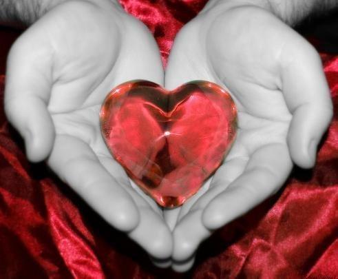 Подарю тебе сердце только улыбнись