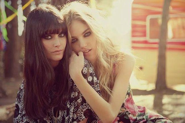 Две брюнетки и блондинка