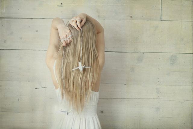 Скачать фото блондинка со спины на аву.
