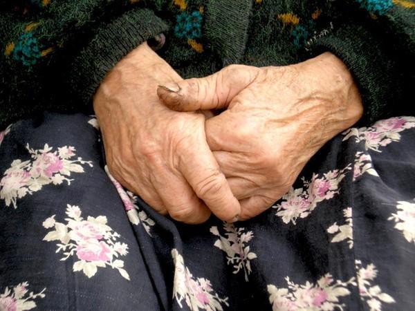 Целую руки матери своей