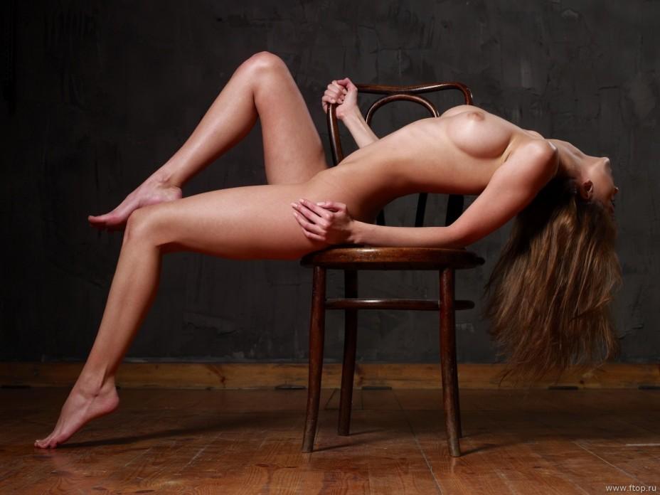 фотоэротика на стуле