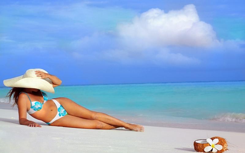 Фото двух брюнеток на пляже фото 363-799