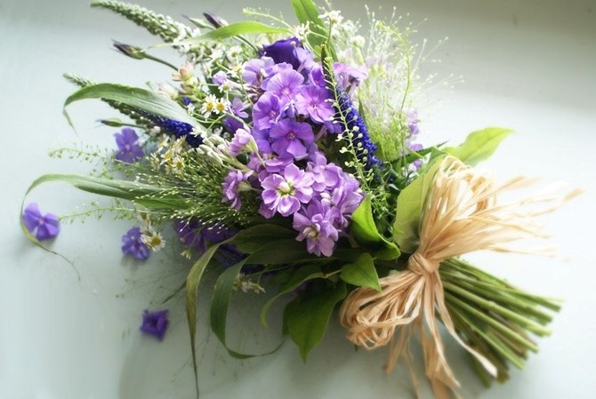 Букет из живых полевых цветов