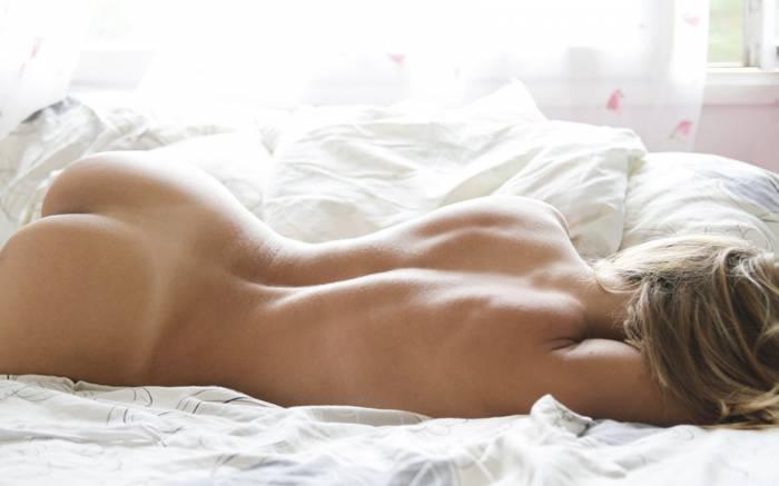 фотографии голых спящих девушек
