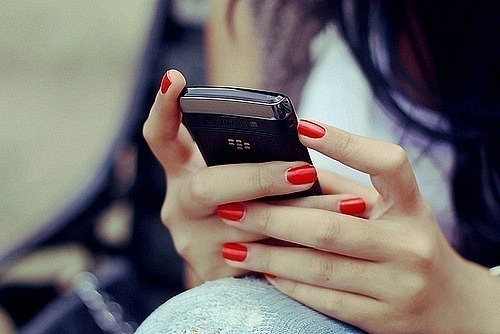 фото девушка ждет звонка