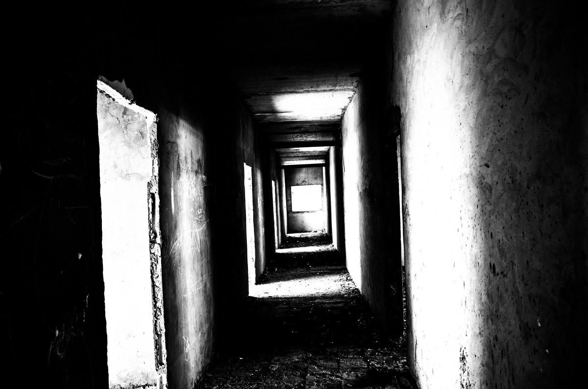 Темный коридор фото
