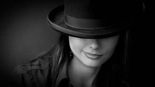 девушек в шляпах фото