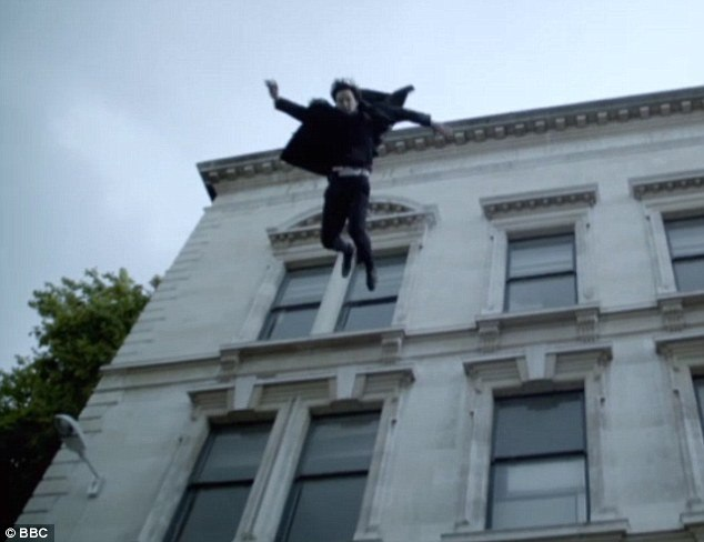 Прыжок с крыши фото