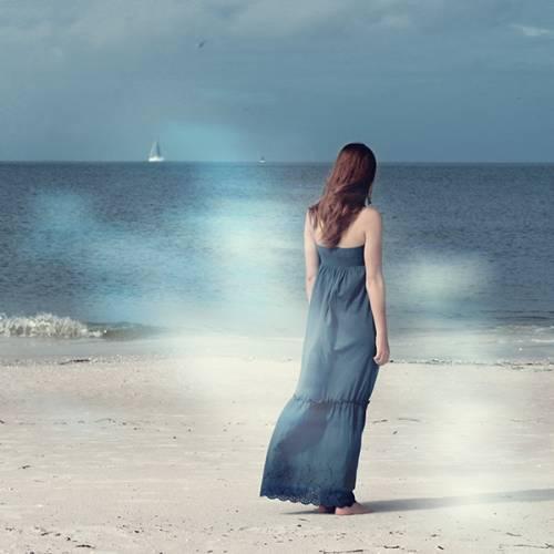 Стихи девушка в синем платье фото