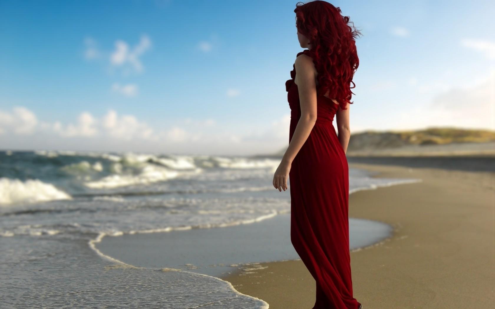 девушка у моря фото