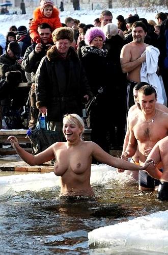 kupanie-golih-muzhikov