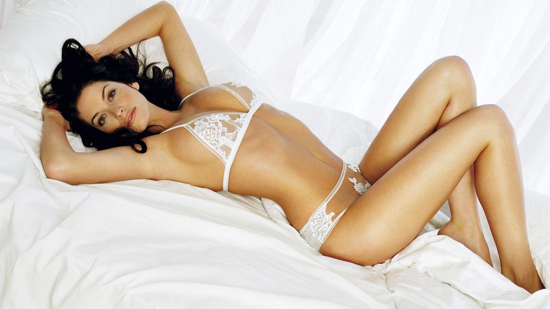 В постели девушки фото 70286 фотография