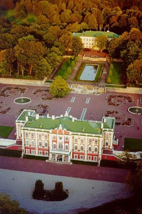 9 июня 1672 года родился первый император всероссийский - пётр алексеевич великий