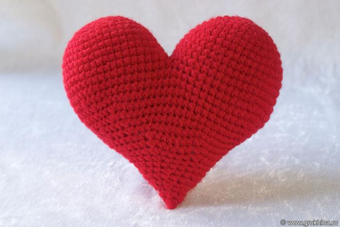 Связать крючком объемное сердечко